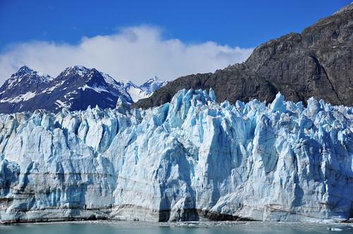 北極と南極ではどちらが寒いのか?