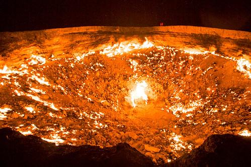 ダルヴァザのカラクム砂漠に存在する「地獄の門」とは?