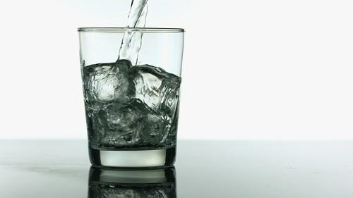 「異常液体」である水の性質とは?
