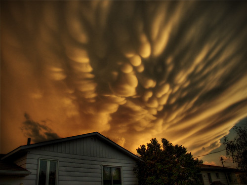 まるで世界の終わり、大きな被害をもたらすこともある「乳房雲」 (ギャラリー)