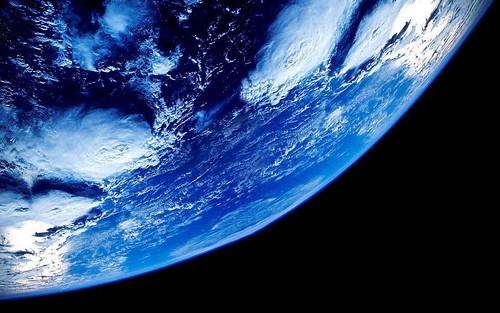 民間の人工衛星が急増、地上での天体観測に影響を及ぼす可能性