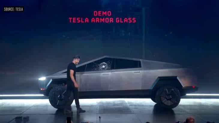 テスラの防弾仕様トラック、デモンストレーションで窓ガラスに大きなヒビ