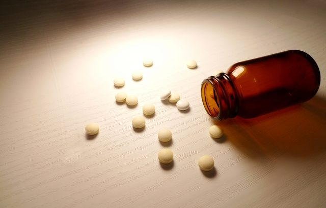 未承認の新型コロナウイルス治療薬成分を独断で服用したアメリカの夫婦が緊急搬送