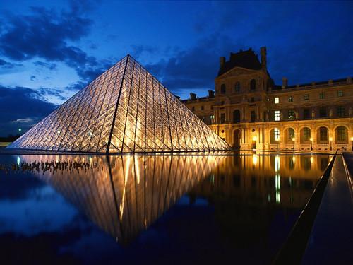 Pyramid at Louvre Mu