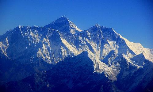 最新のエベレストの標高は8848.86m、ネパールと中国が共同発表