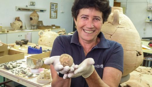 イスラエルで約1,000年前の鶏卵がほぼ完全な形で発見される