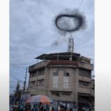 フィリピンで謎の黒い煙のリングが目撃される、直前に爆発音