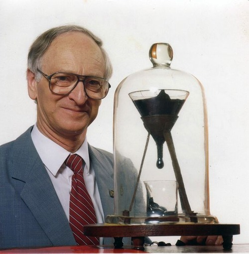 588px-Pitch_drop_experiment_with_John_Mainstone